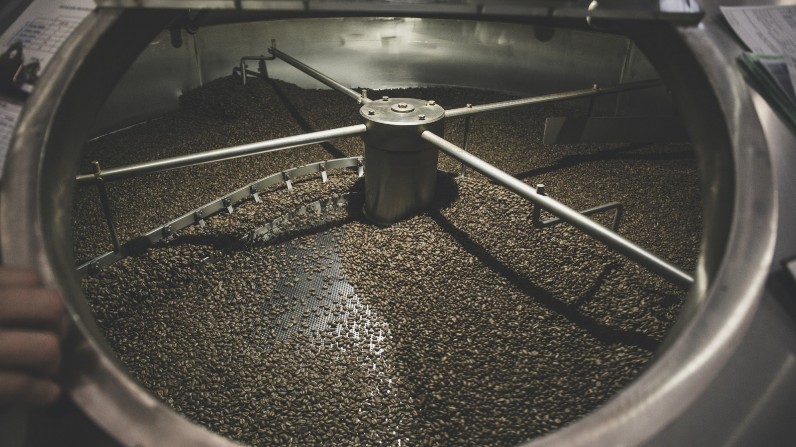 Coffee roasting, roasted coffee beans